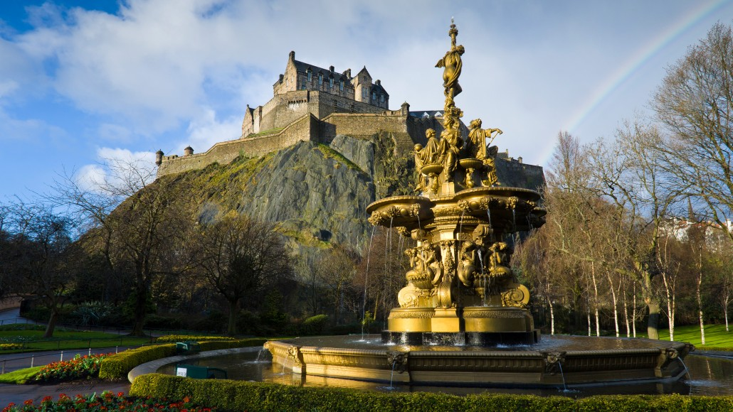 Ross Fountain and Edinburgh Castle