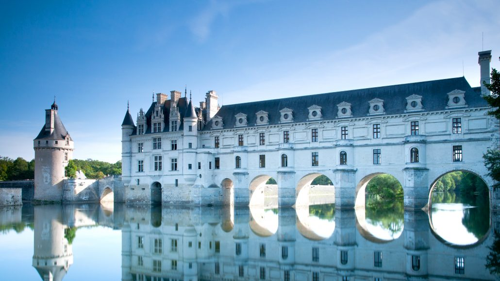 Student educational travel to London, Paris and the Loir