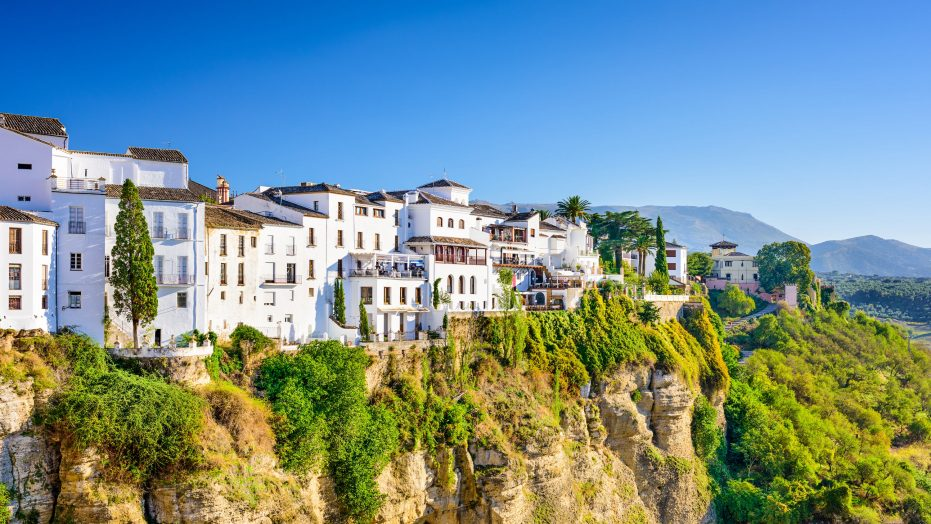 Students can travel to Madrid and Andalucia