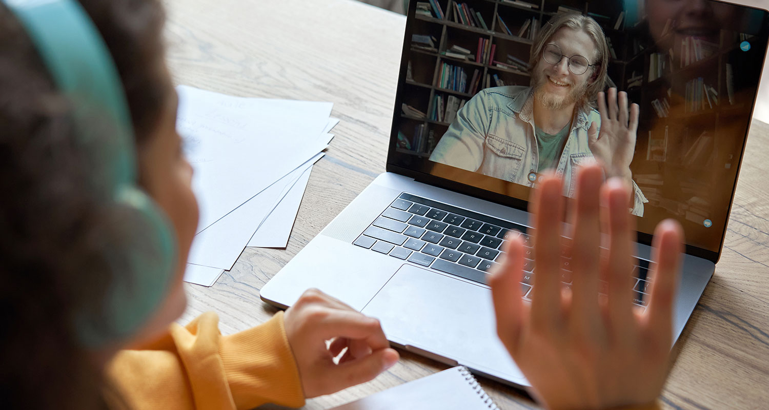 Teacher does virtual icebreaker while distance learning