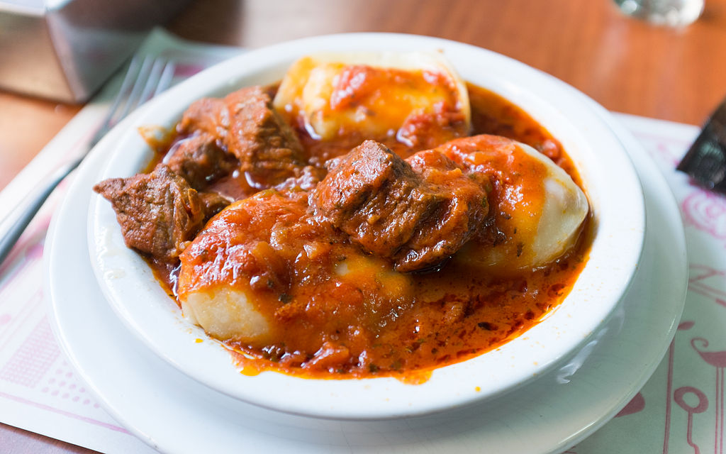 Sorrentinos in red sauce with beef chunks