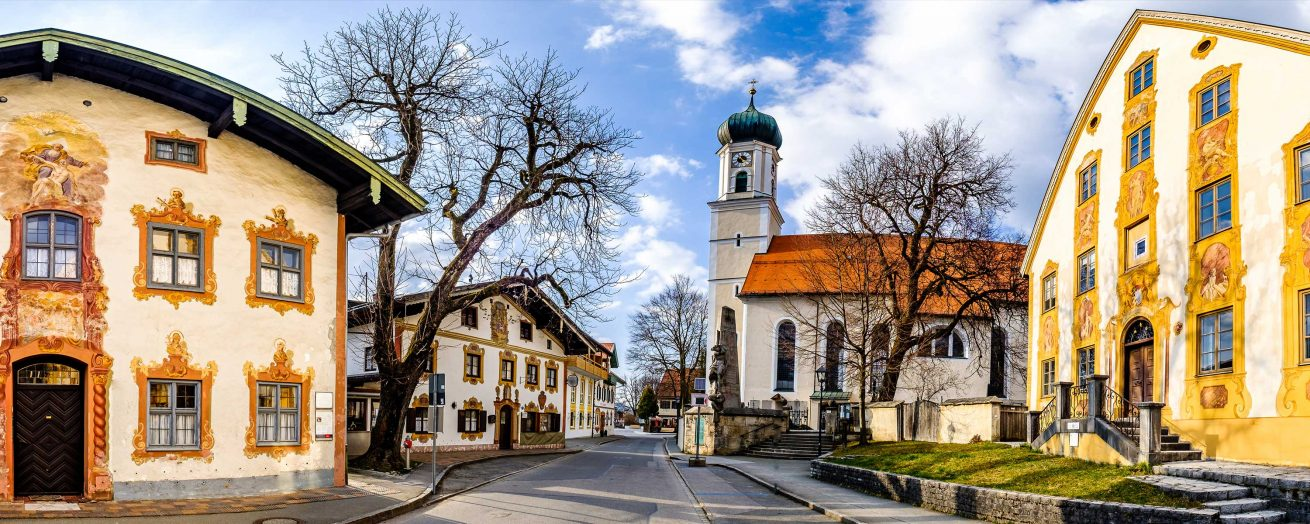 famous-old-town-of-oberammergau-bavaria